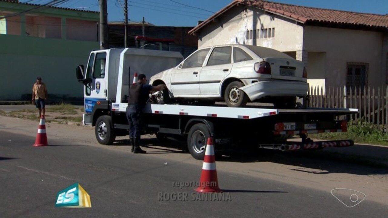 Guinchos vão rebocar veículos estacionados em locais proibidos em Vitória