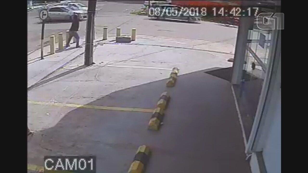 Flagrante da depredação da caixa de sinalização foi no cruzamento da Rua Hildemar Maia com a Avenida Feliciano Coelho