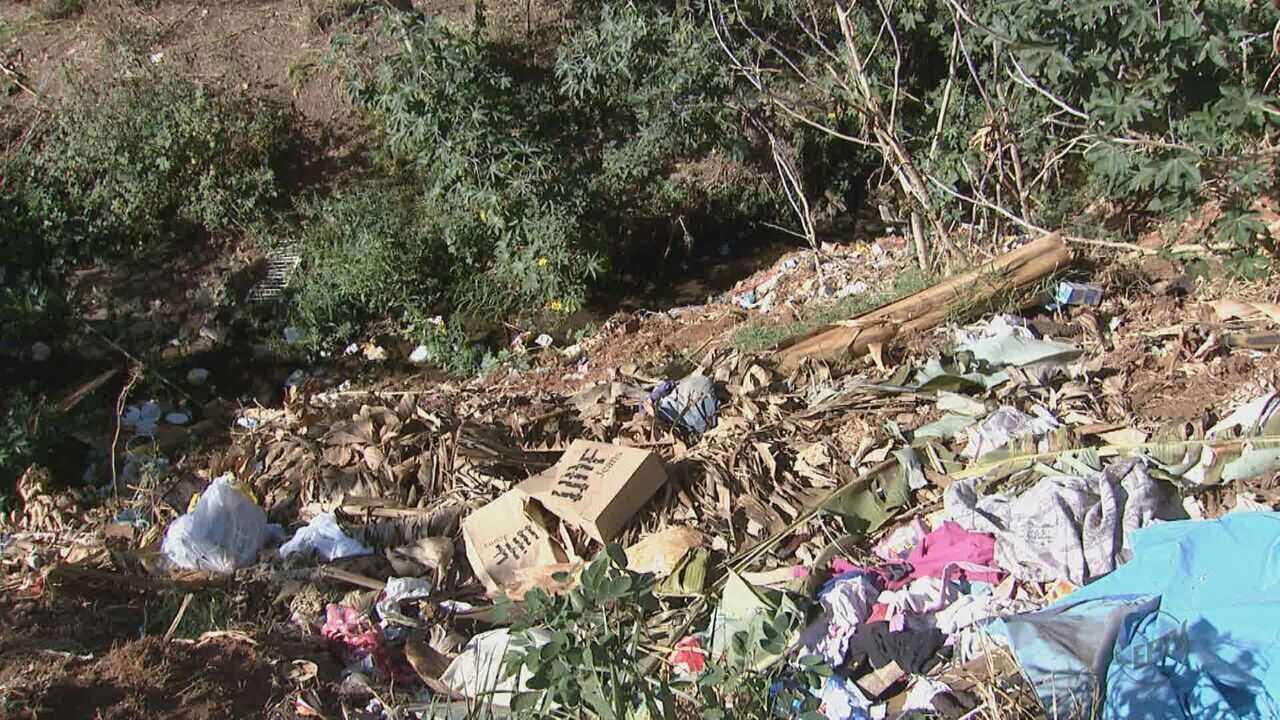 Moradores de Américo Brasiliense reclamam de descarte irregular de lixo próximo a corrégo