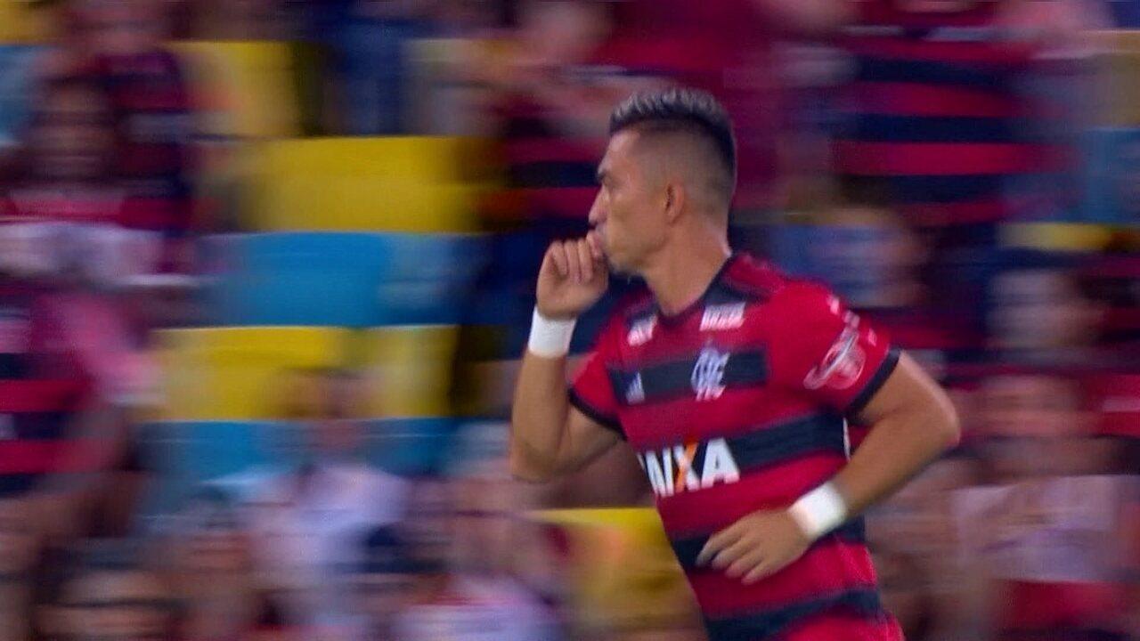 Confira lances de Fernando Uribe que estreou pelo Flamengo contra o São Paulo
