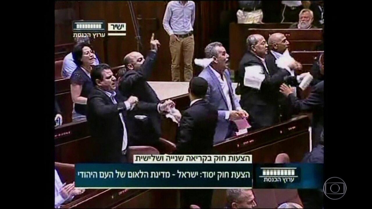 Parlamento israelense aprova lei que define o país como Estado-nação do povo judeu