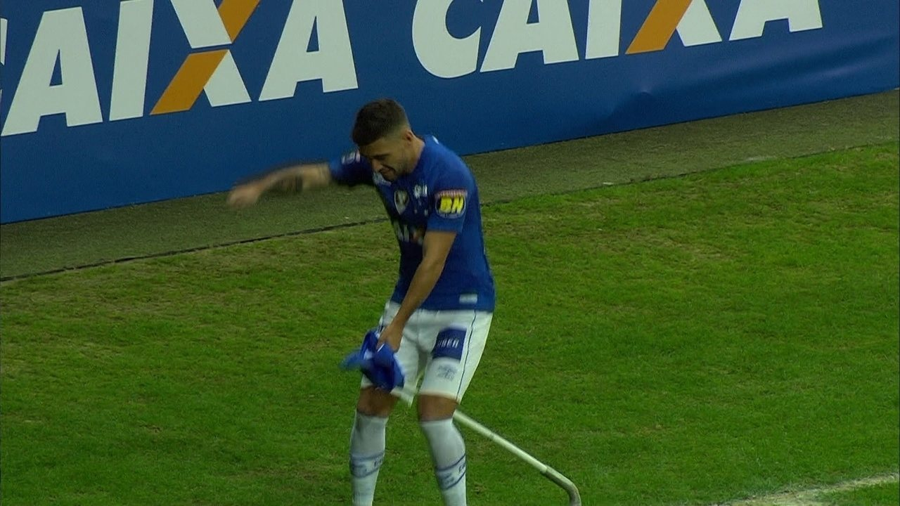Gol do Cruzeiro! Arrascaeta pega sobra na área e empata o jogo, aos 34 do 1ºtempo