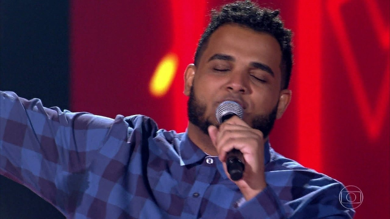 Alan Camargo canta