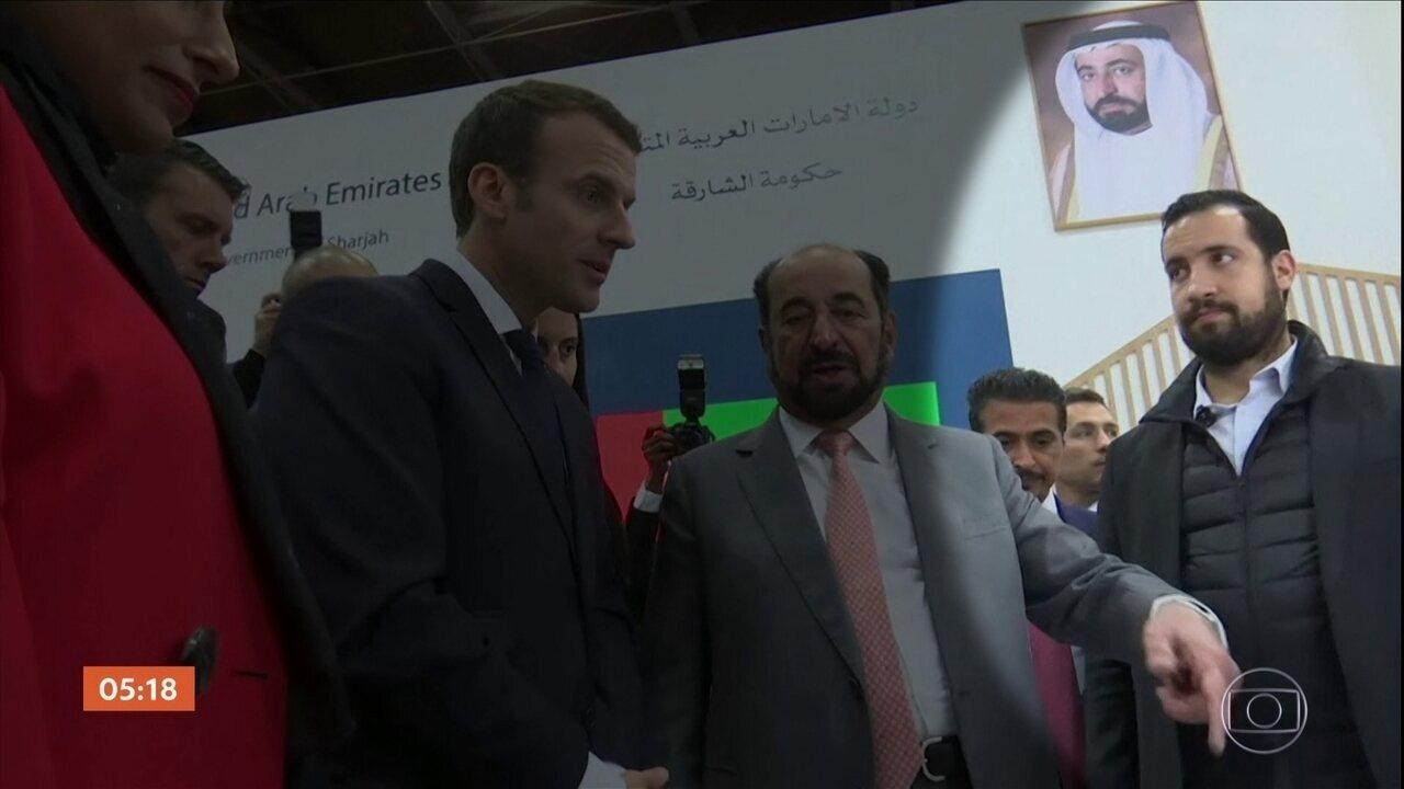 Macron é criticado após vídeo mostrar um segurança batendo em manifestante desarmado