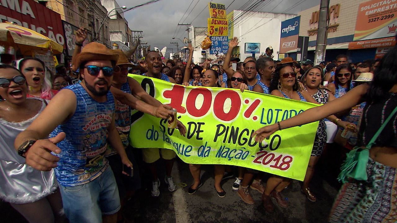 Ângelo Flávio participa do cortejo do Bando Anunciador, tradição popular de Feira