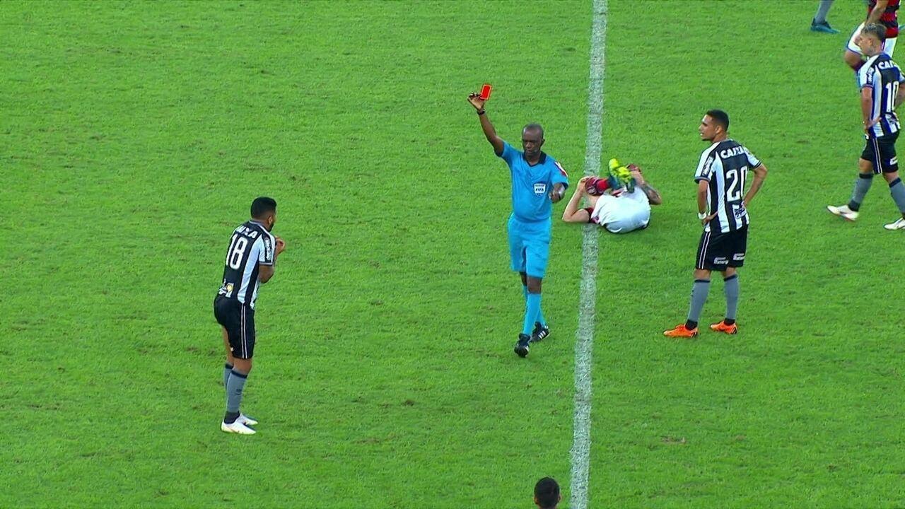 Vermelho! Aguirre dá entrada dura em Pará e é expulso, aos 47' do 2º tempo