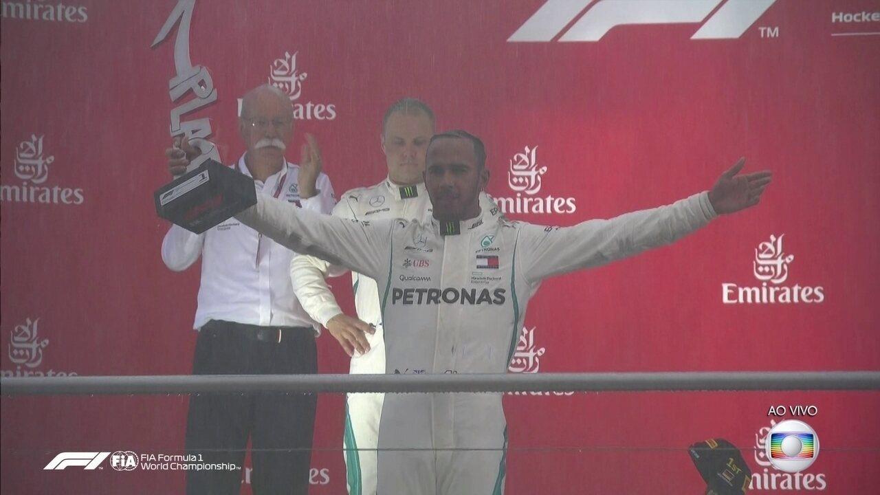 Festa para Lewis Hamilton no pódio do GP da Alemanha