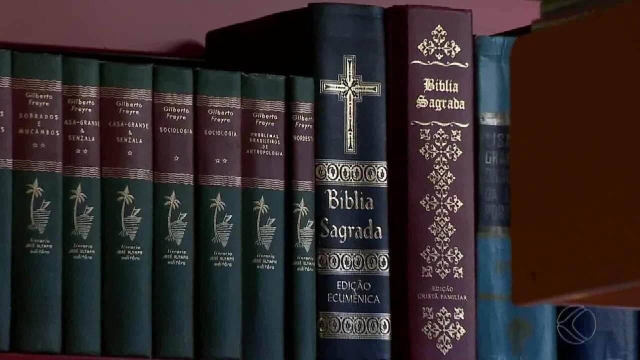 Vereador mineiro cria projeto de lei que exige Bíblia em acervos de bibliotecas