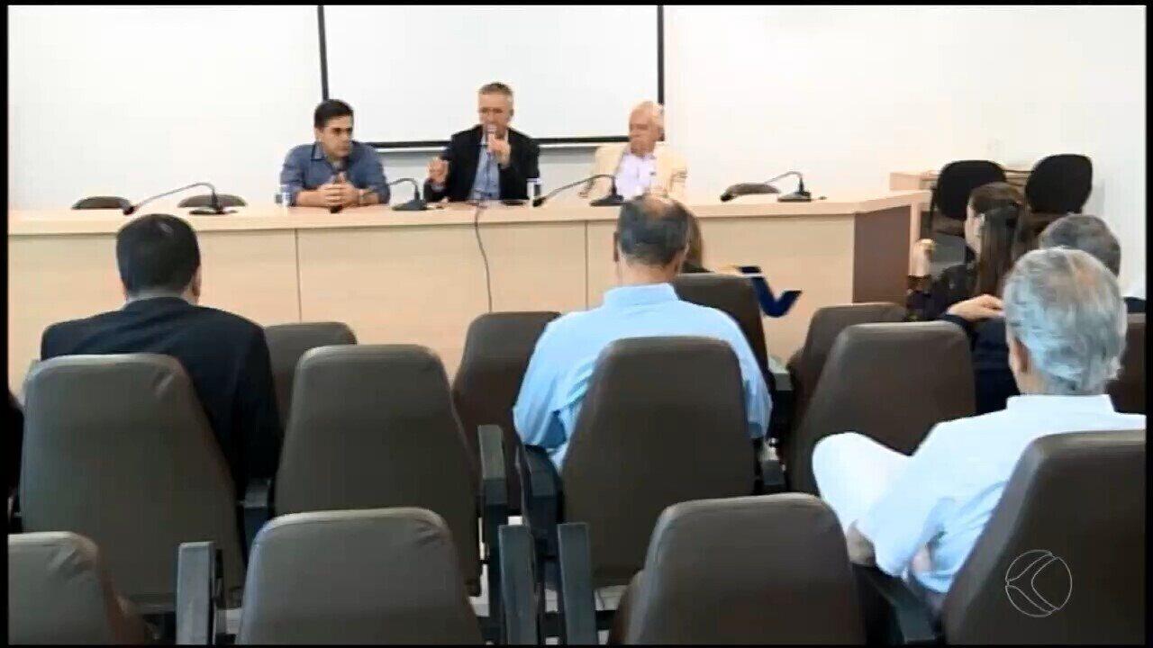 Prefeitos do Centro-Oeste de MG se reúnem para debater atraso em repasses do Estado