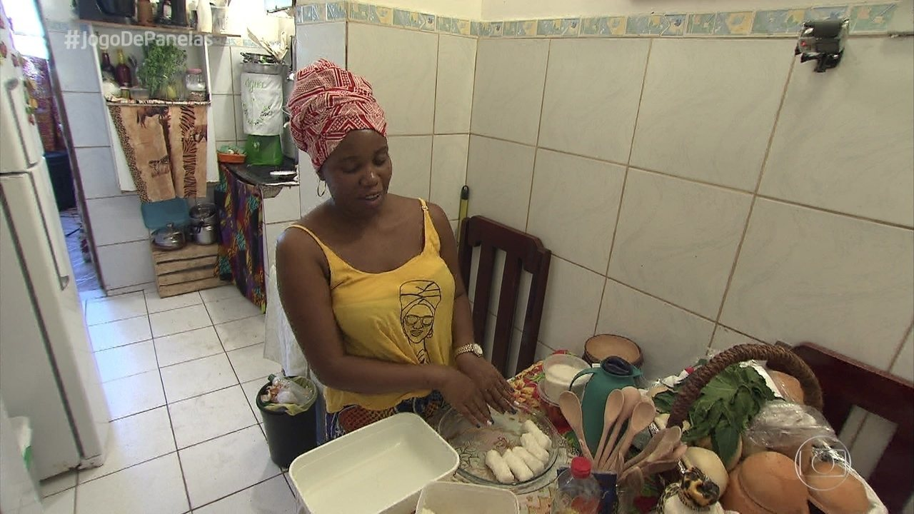 Daiana prepara o jantar no 'Jogo de Panelas 25'