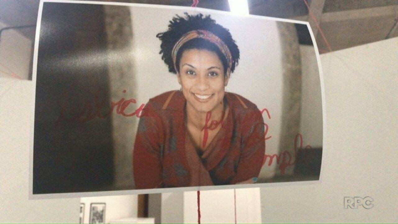 Foto de Marielle Franco, assassinada em março, é vandalizada em exposição na UEM
