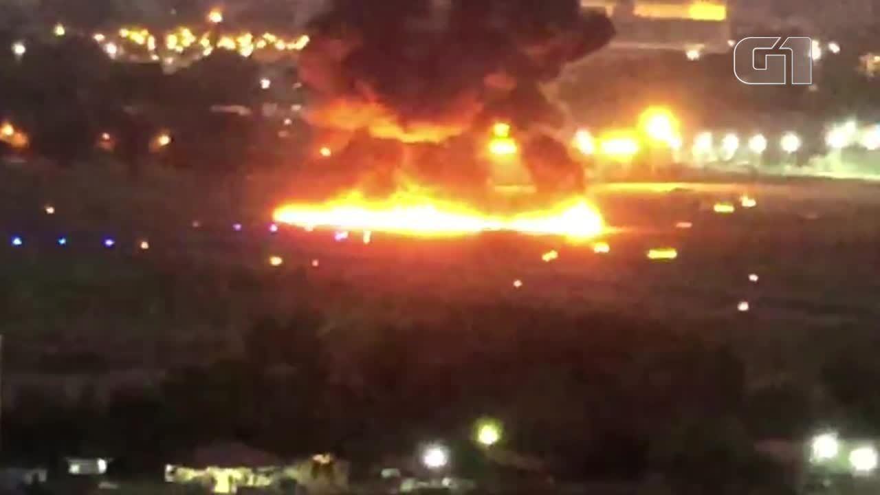 Vídeo mostra acidente com avião no Campo de Marte, em SP