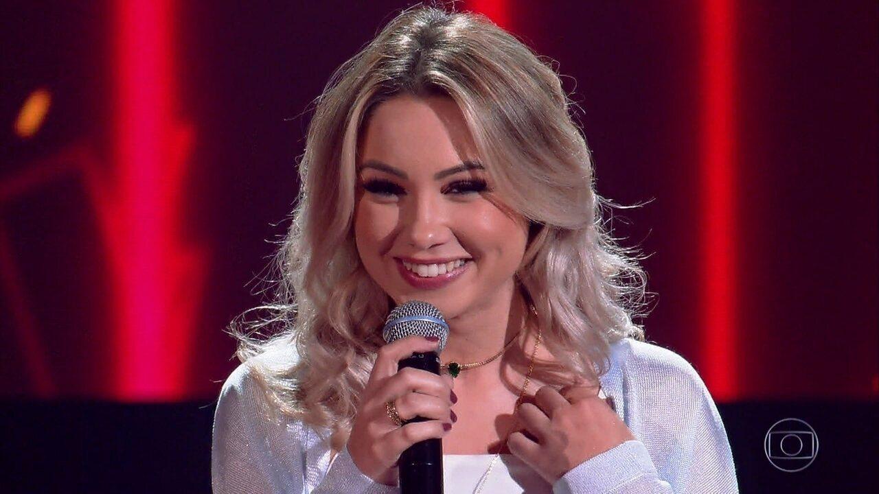 Flavia Gabê canta