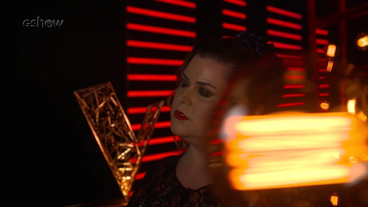 Confira a emoção de Renata Versolato instantes antes de subir ao palco do 'The Voice'