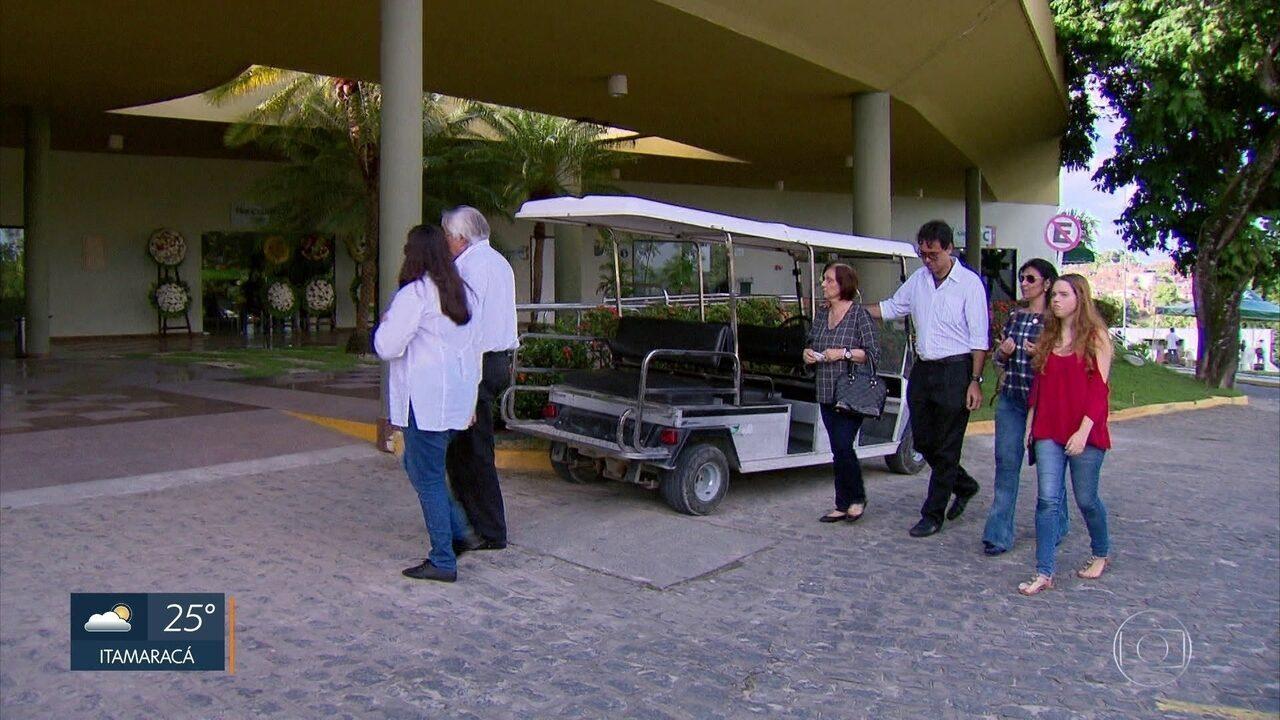 Pernambucana morta na Nicarágua é enterrada no Grande Recife