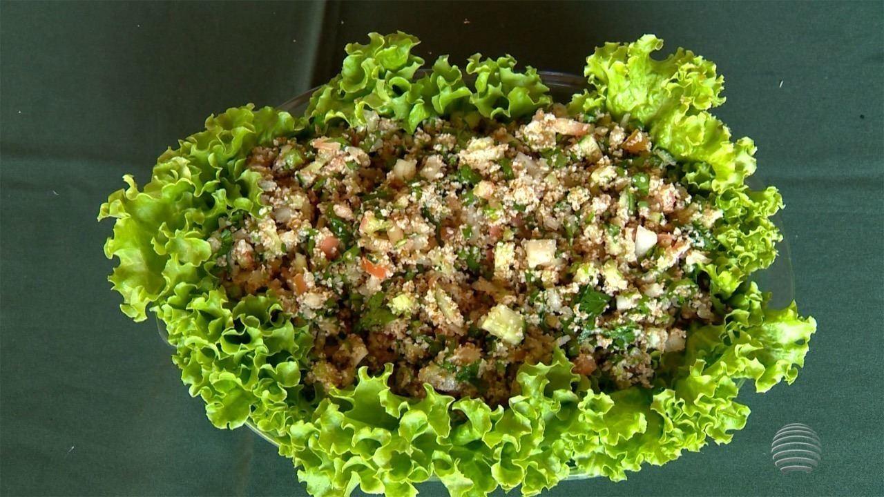 Professora de Teodoro Sampaio ensina a fazer um delicioso Tabule
