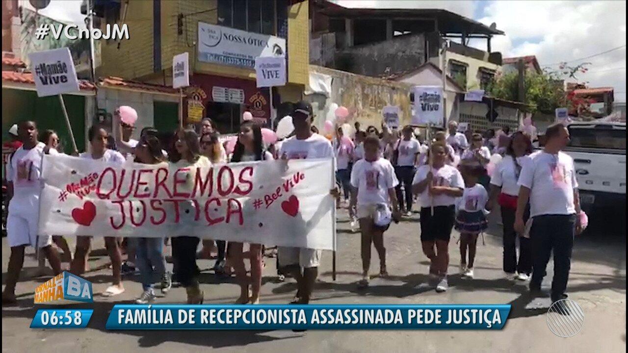 Familiares e amigos de recepcionista assassinada realizam protesto em Itapuã