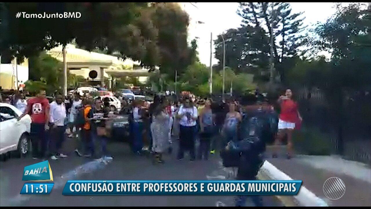 928c6374df638 Professores reclamam da ação da Guarda Municipal durante protesto em  Salvador