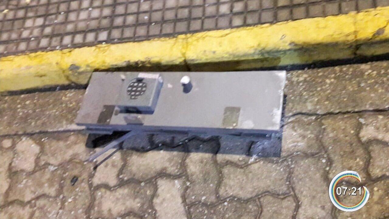 Criminosos explodem caixas eletrônicos de três bancos em São Luiz do Paraitinga, SP
