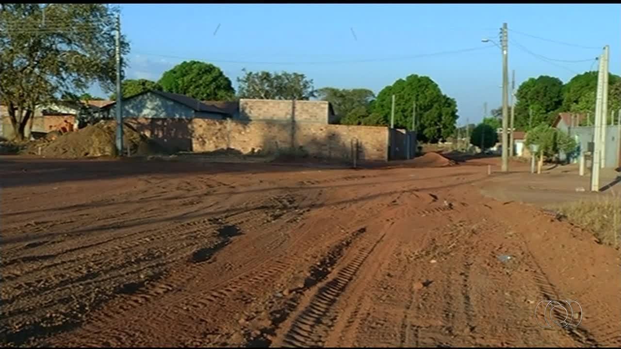 Rua com postes instalados de forma incorreta atrapalham moradores de Gurupi