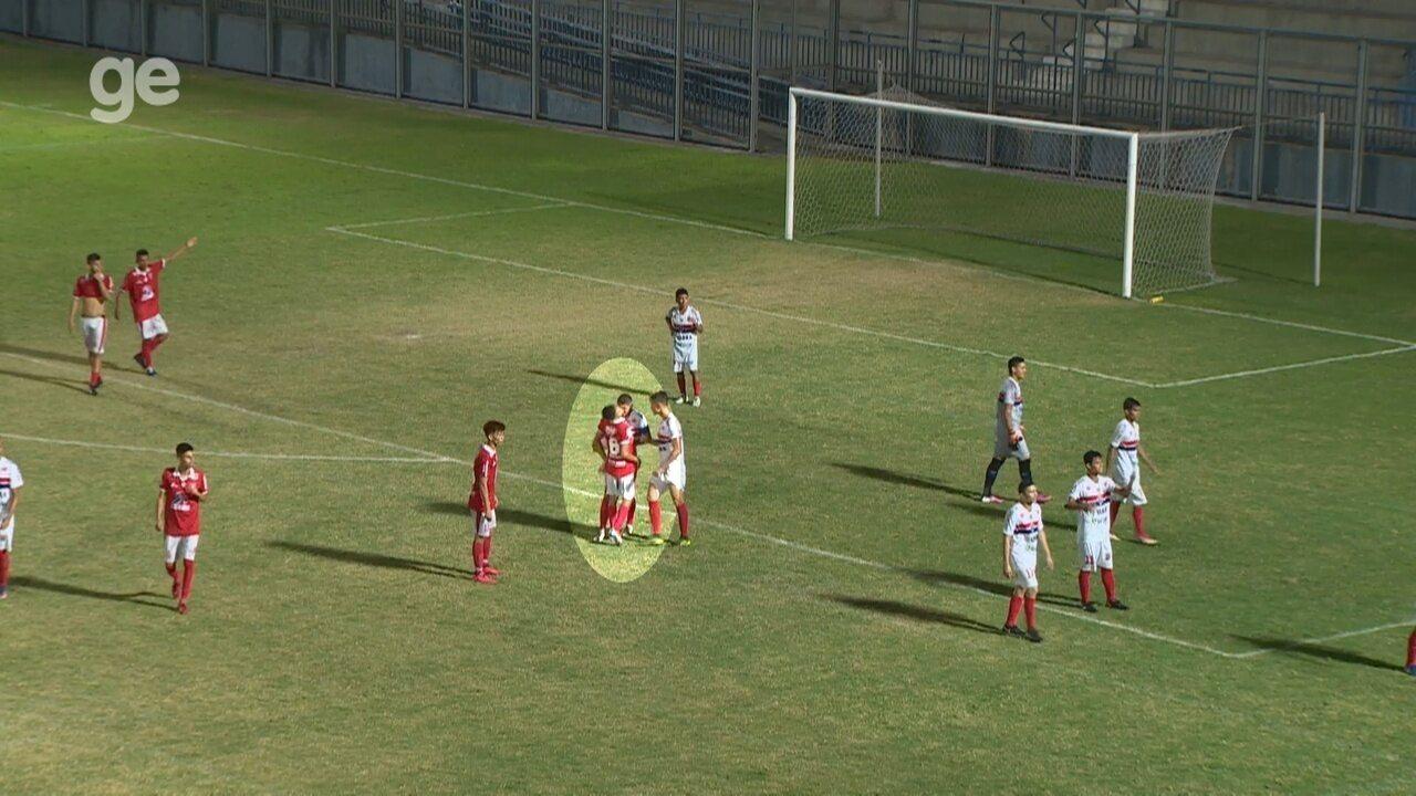 Jogador é agredido por rival com cabeçada durante semifinal do Amazonense sub-17