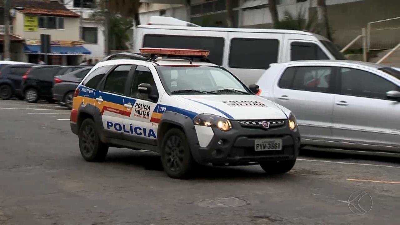 Adolescente foge de carro, causa acidente e atropelamento em Juiz de Fora