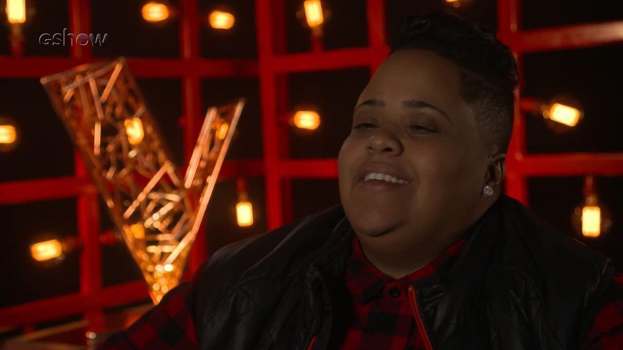 Veja a emoção de Nina Black instantes antes de subir ao palco do 'The Voice'