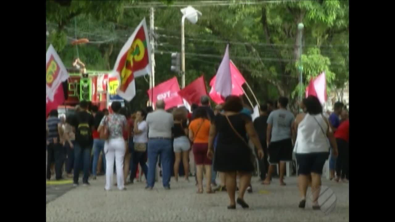 Em Belém, estudantes e professores pedem para discutir base nacional comum curricular