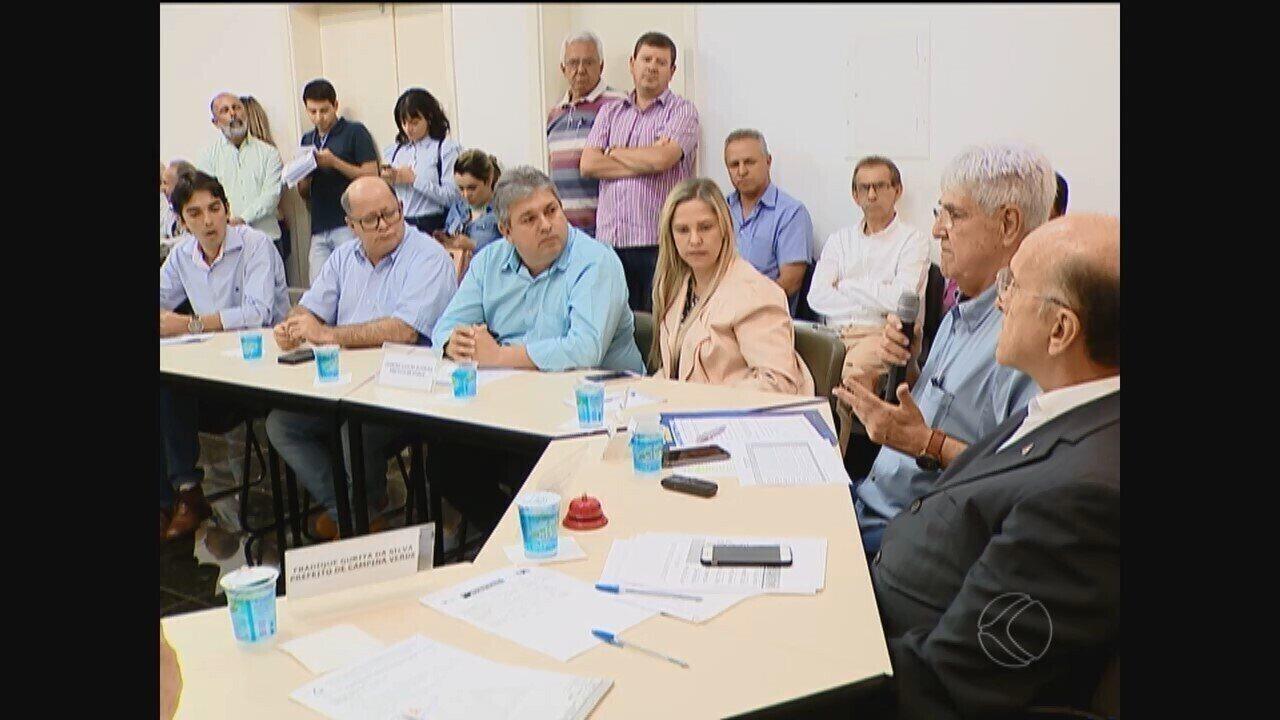 Municípios da região paralisam serviços públicos devido atraso em repasses do Estado