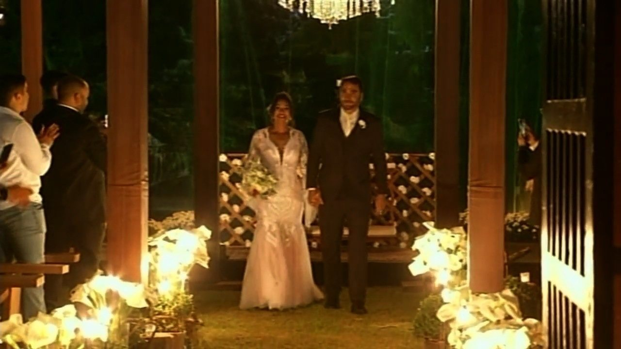 Casal que se conheceu por engano ganha festa de casamento suspresa