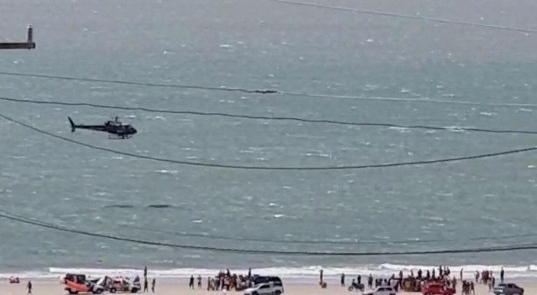 CTA procurando pelos adolescentes afogados na Praia do Araçagy