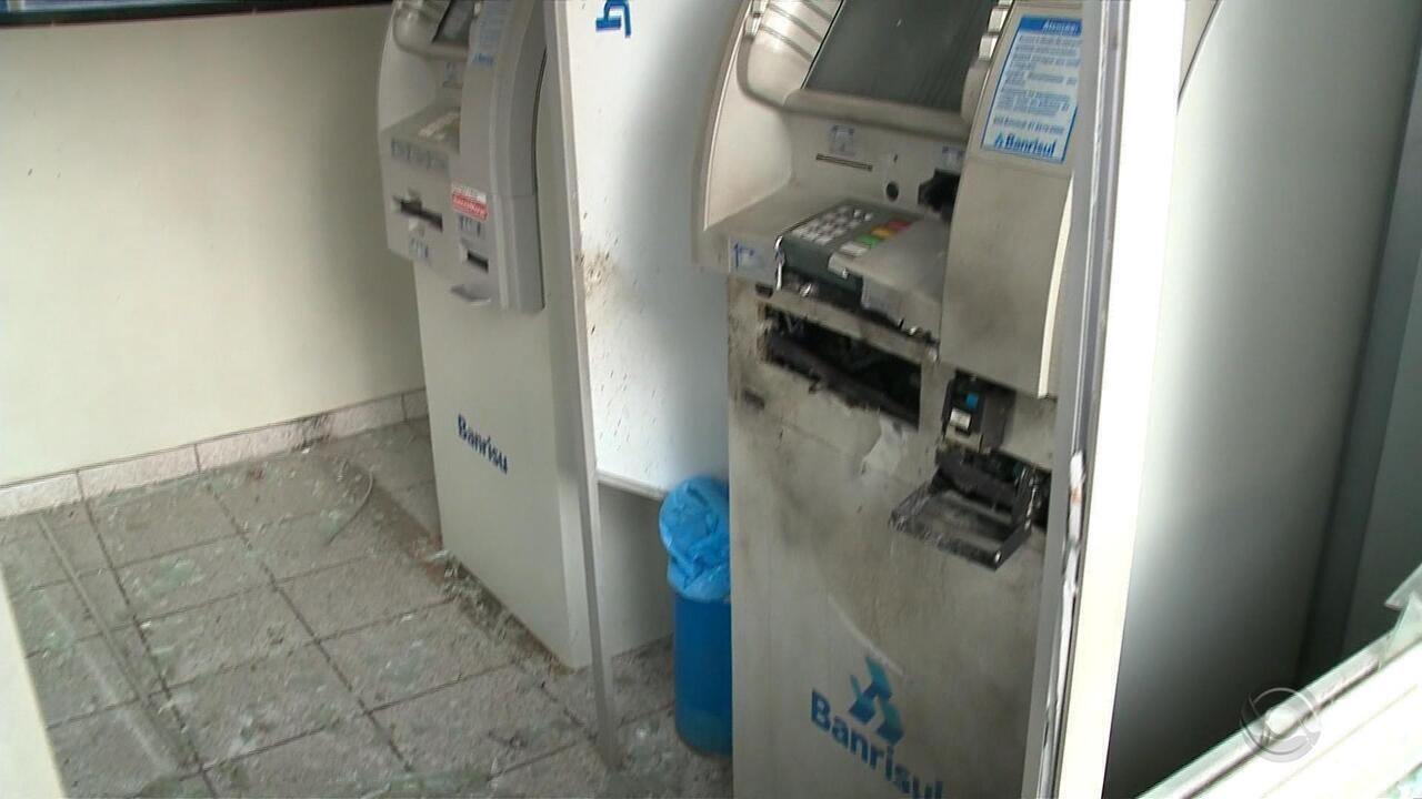 Agências bancárias são arrombadas com explosivos na Região Central e na Serra