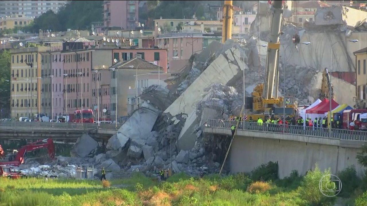 Equipes de resgate tentam encontrar dez desaparecidos, em queda de ponte na Itália
