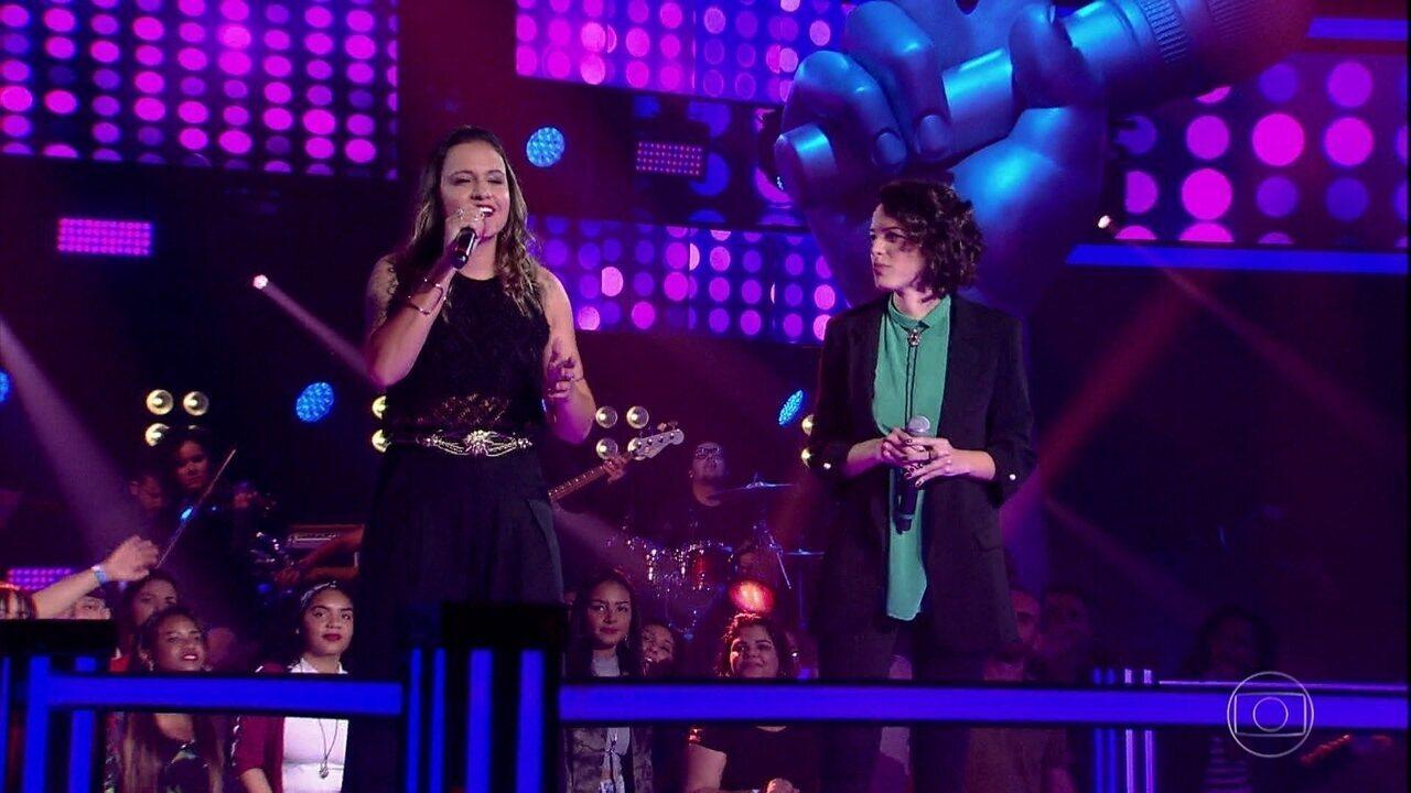 "Júlia Dantas e Sarah Renata cantam ""Vitoriosa"""