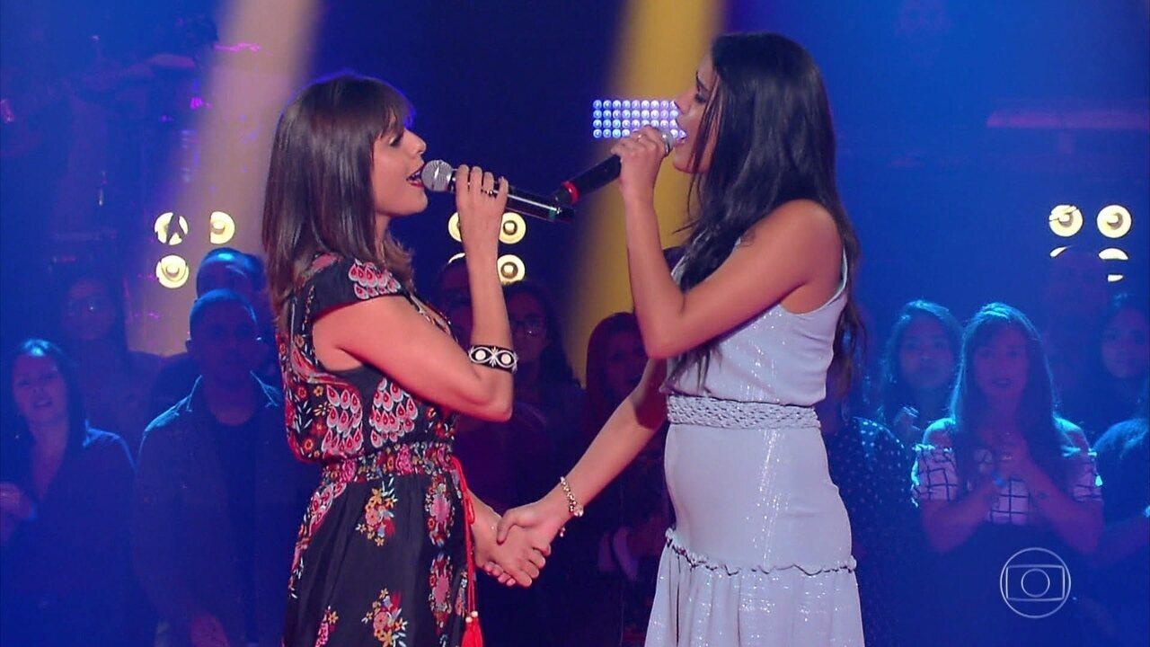 """Cristiane Santos e Mariá Pinkusfeld cantam """"Não é Fácil"""""""