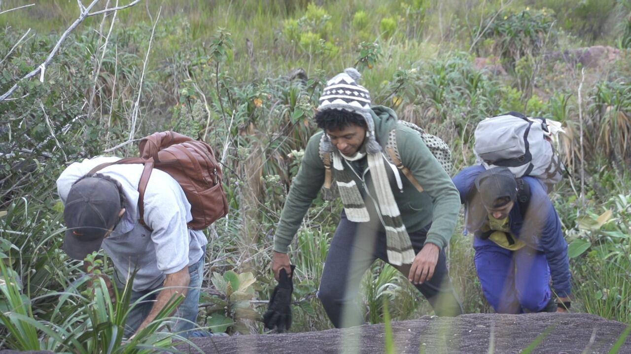 Aldri Anunciação faz trilha de 3 km com destino ao pico da Serra de Santana