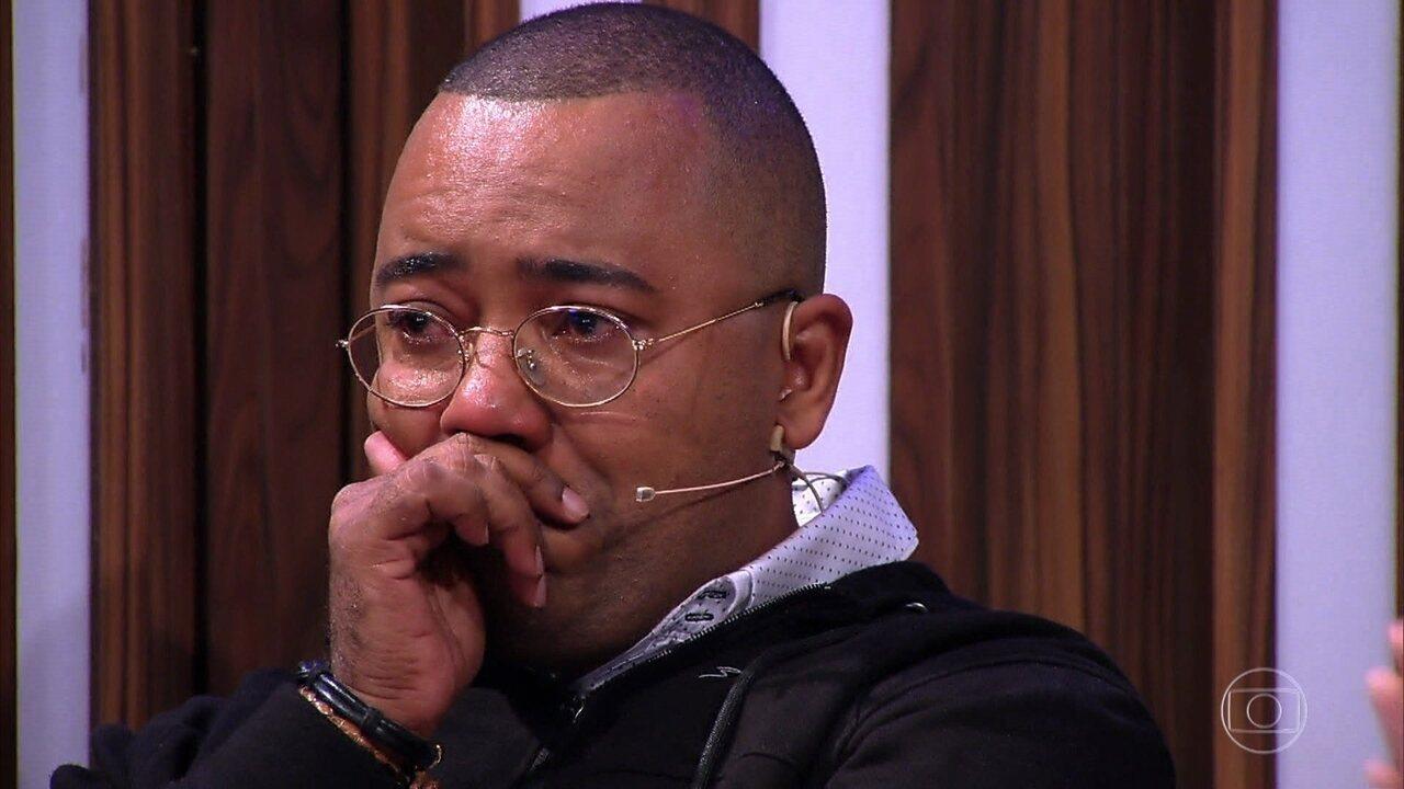 Dudu Nobre vai às lágrimas com homenagem