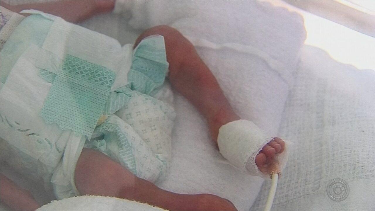 Sem saber que estava grávida, mãe dá à luz bebê prematuro de pouco mais de 800g