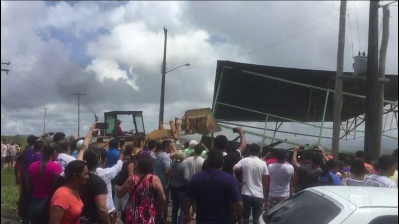 Moradores de cidade de Roraima forçam imigrantes a voltar para a Venezuela