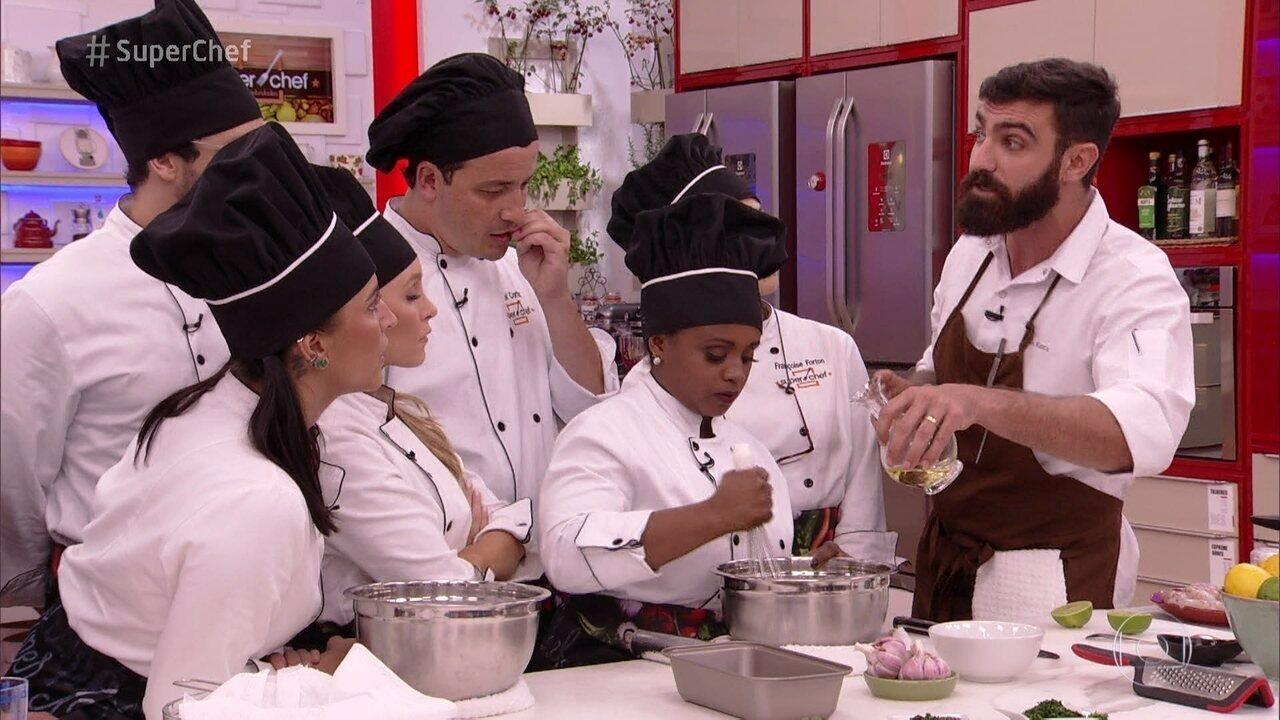 Participantes do 'Super Chef Celebridades' têm workshop com o chef Bruno Katz