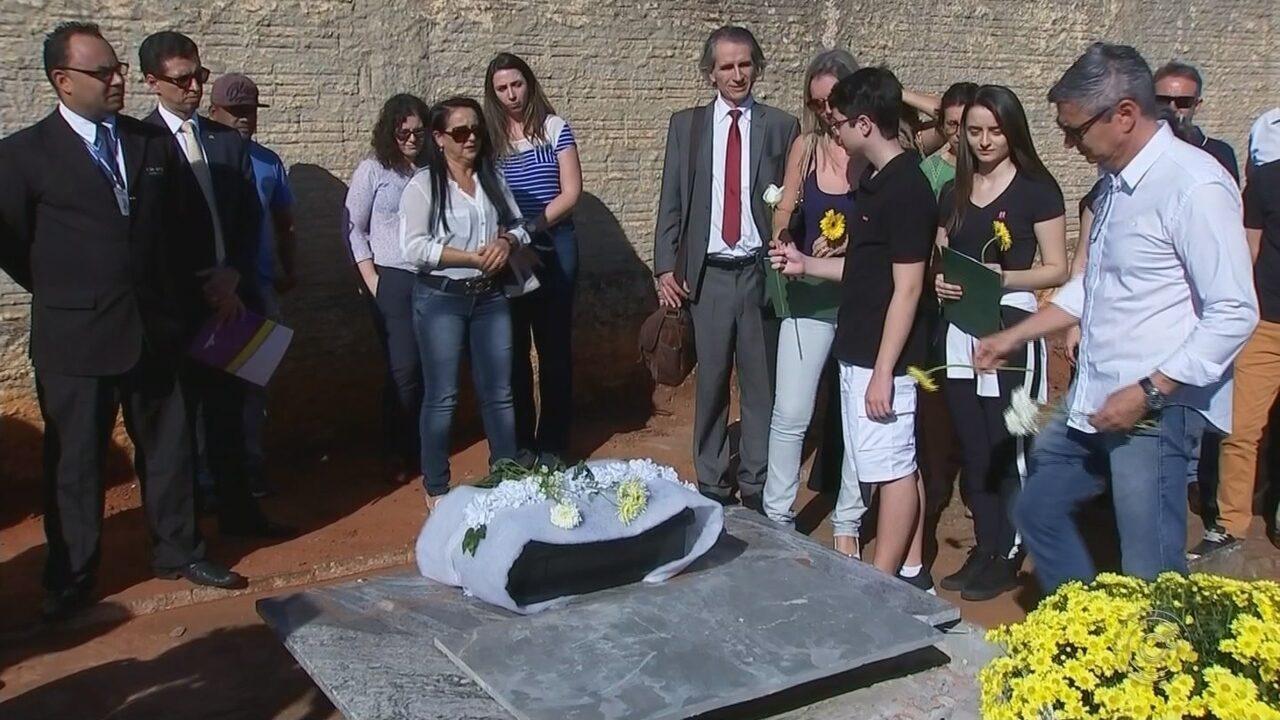 Família recebe ossada de desaparecido político identificada quase 50 anos após morte