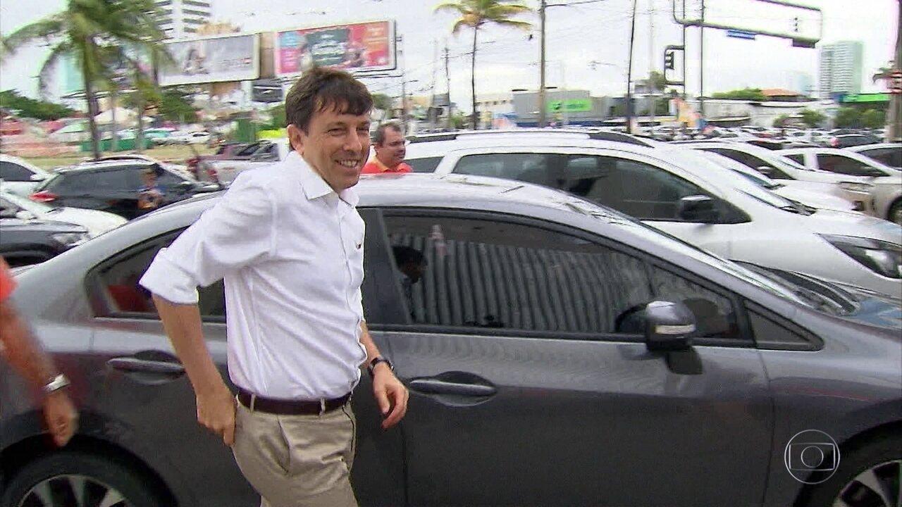 João Amoedo cumpre agenda de campanha no Recife