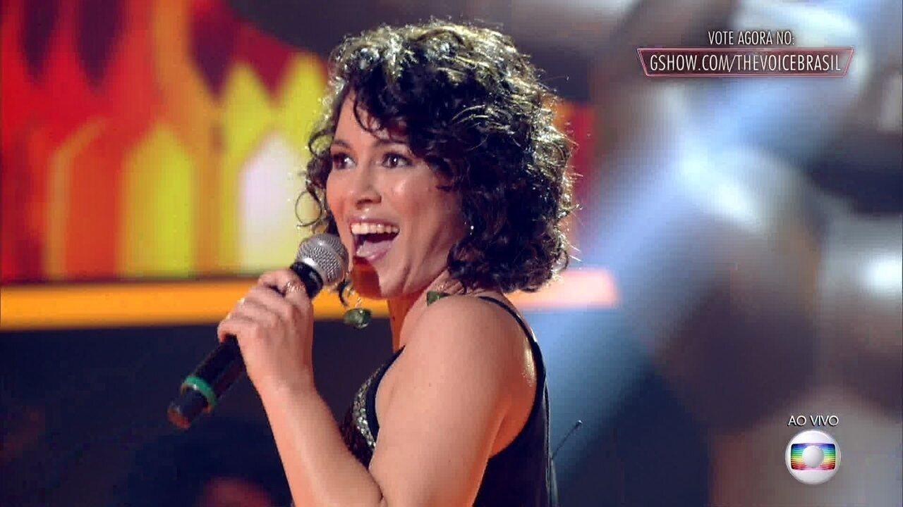 Lílian Menezes canta