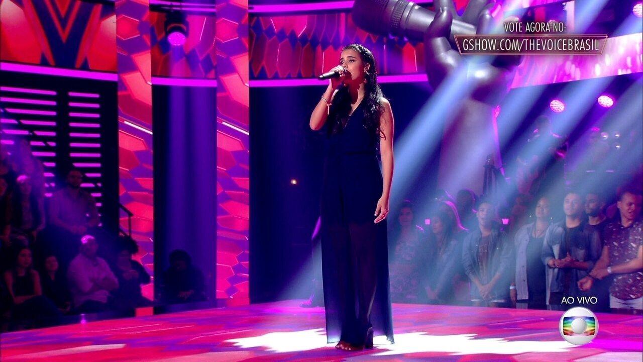 Cristiane Santos canta