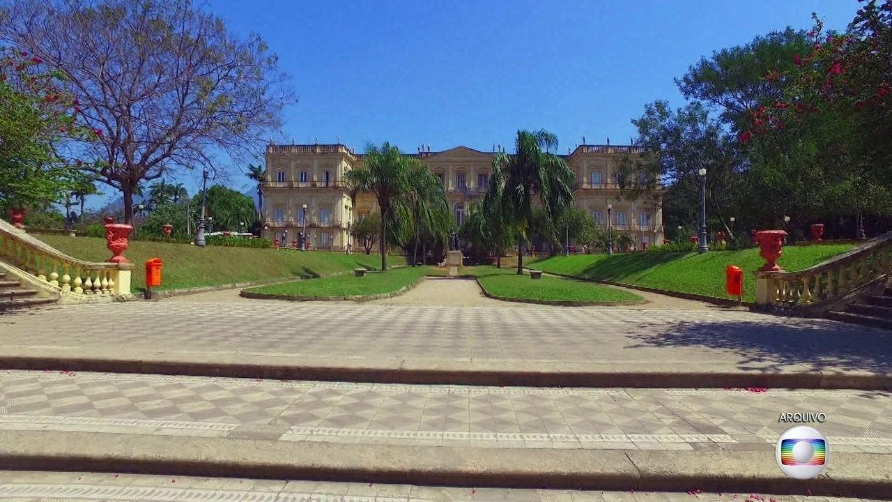 Chamas destruíram um dos mais importantes acervos históricos e científicos do Brasil