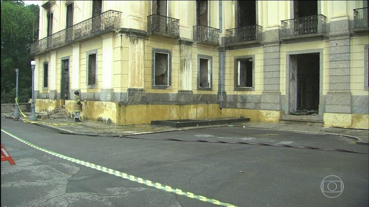 Museu Nacional ainda tem focos de incêndio e está interditado
