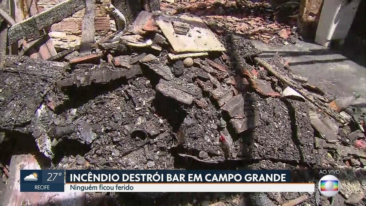 Incêndio atinge bar em Campo Grande, na Zona Norte do Recife