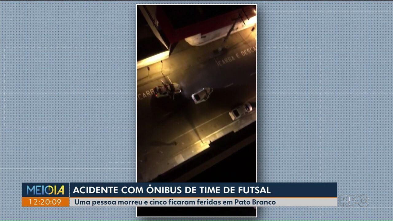 Ônibus que levava time sub-11 de Futsal se envolve em grave acidente