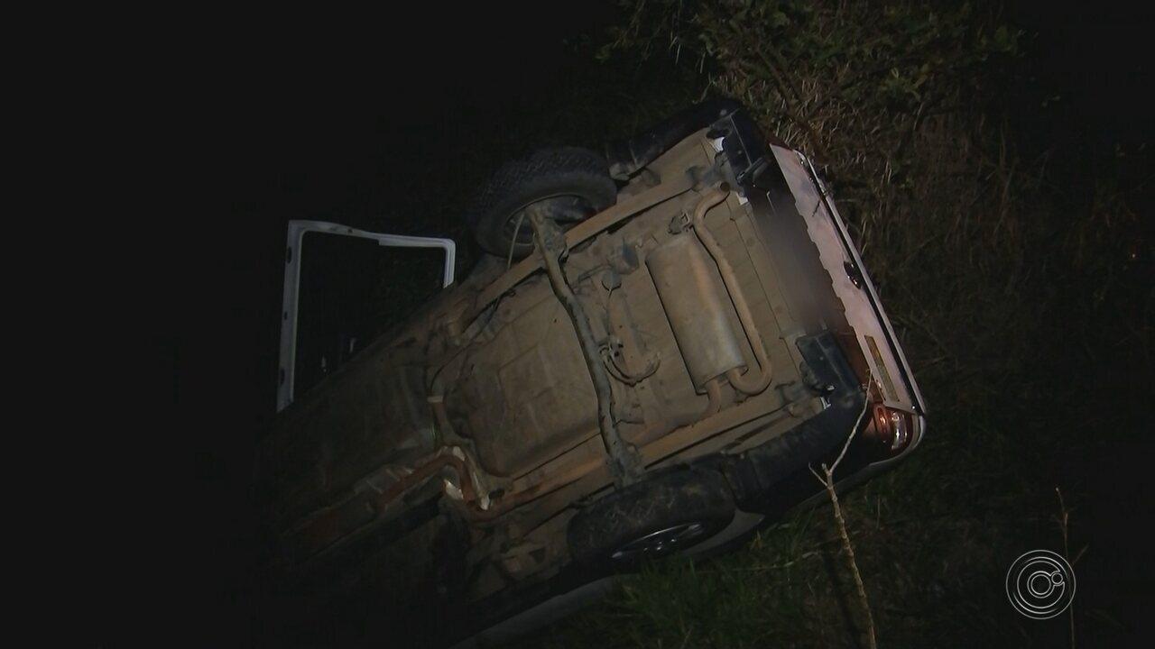 Motorista perde controle do carro e cai em córrego em Pilar do Sul