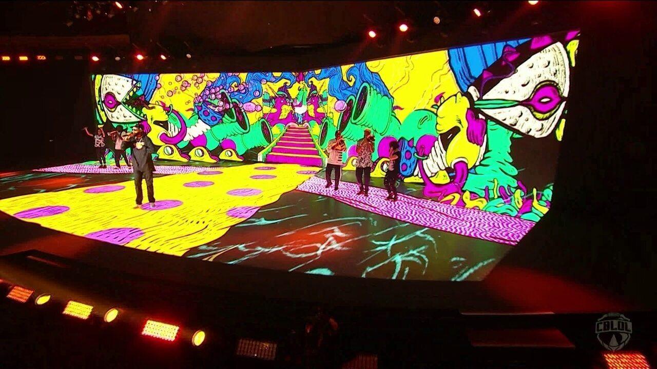 Emicida faz megashow de abertura da final do CBLoL em Porto Alegre